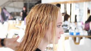 How to Style Textured Waves | Bumble and bumble.