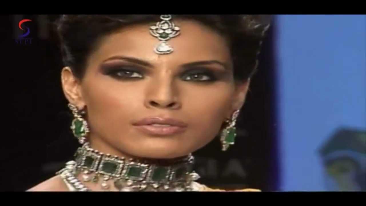 Fakhri nargis displays amrapali jewels at iijw