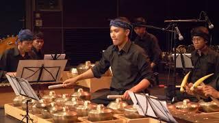 Dieter Mack: Crosscurrents, played by Iwan Gunawan with Kyai Fatahillah