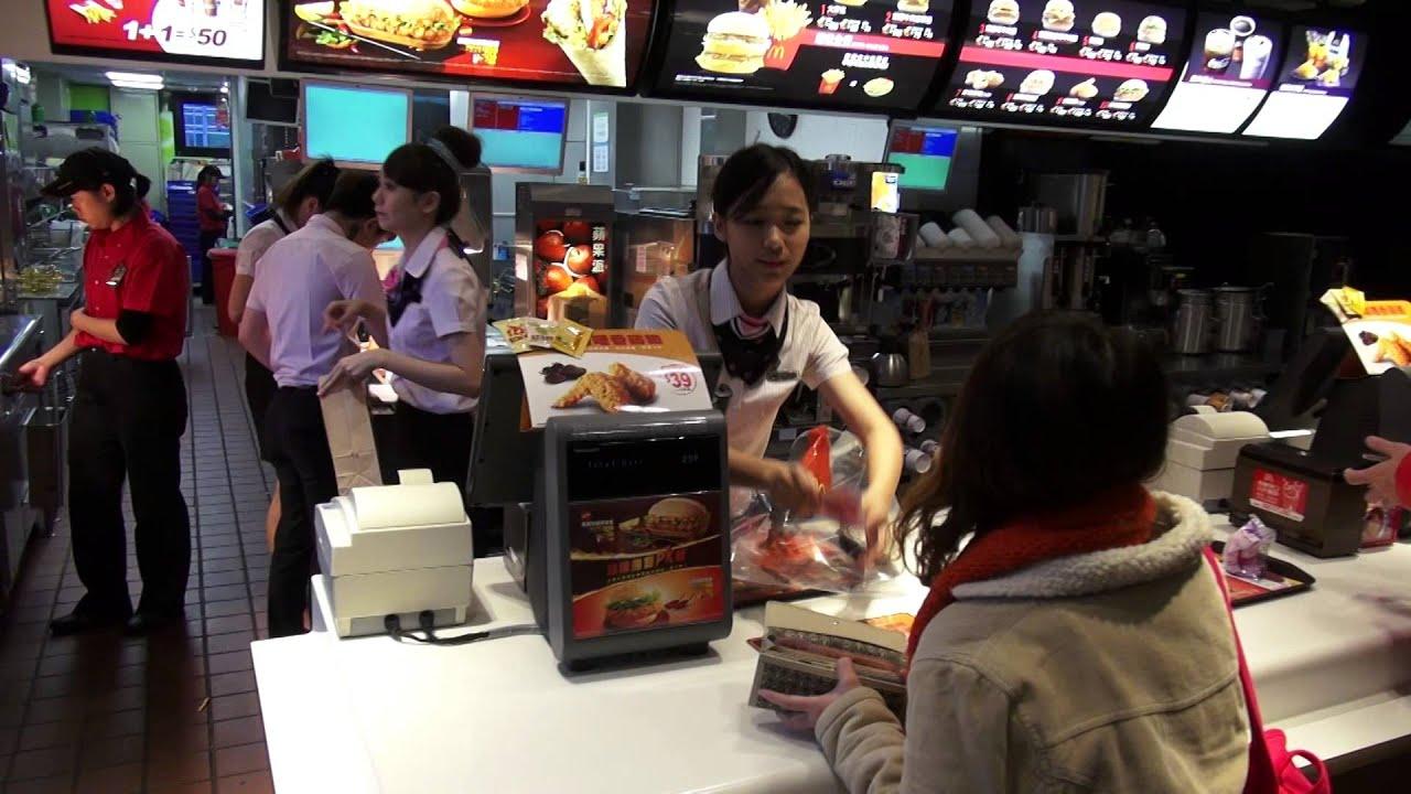 臺灣 麥當勞 McDonald's 舊宗店 麥當勞員工 跨年期間 主題變裝秀 - YouTube