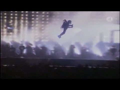 Michael Jackson Flys Away.......or Does He?