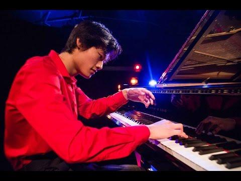 Zhan Hong Xiao gagnant de Virtuose 2017 joue Beethoven