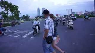 How to Cross the Street in Vietnam, Da Nang 2015