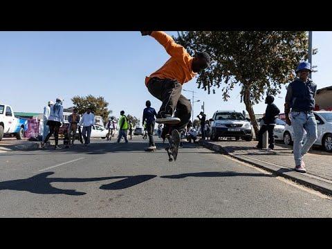 شاهد: متزلجو الألواح يحتفلون بيوم الشباب في جنوب إفريقيا…  - نشر قبل 3 ساعة
