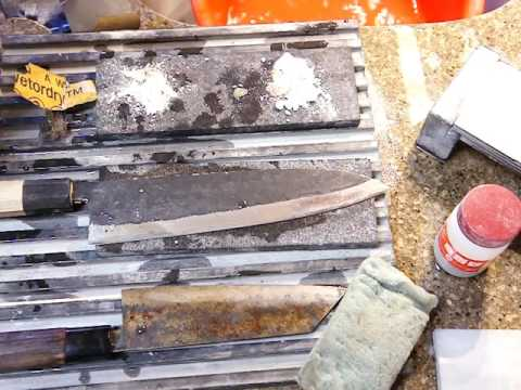 Removing rust on the cooking knife blade