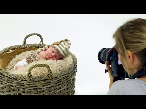 backstage-of-a-new-born-shoot