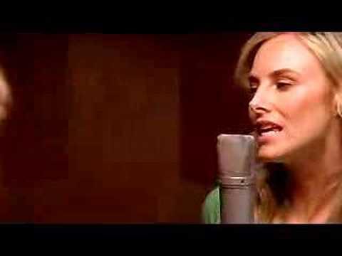 """Wilson Phillips """"Go Your Own Way"""" 2004 -Video"""