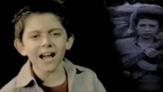 一個10歲小孩唱的歌~一首很好聽又感人的歌 thumbnail