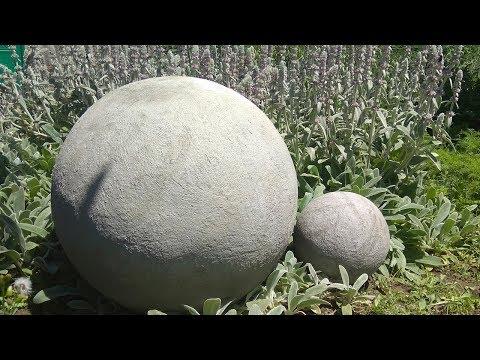 Декоративные шары из цемента и песка. Поделки для сада