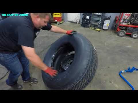 HOW TO CHANGE A DUMP TRUCK STEER TIRES 🛠🔥🔥🔥🚜🤴🏽