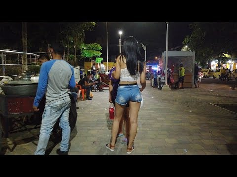 INSIDE The Dark STREETS of Barranquilla COLOMBIA ( DOWNTOWN )|| iam_marwa