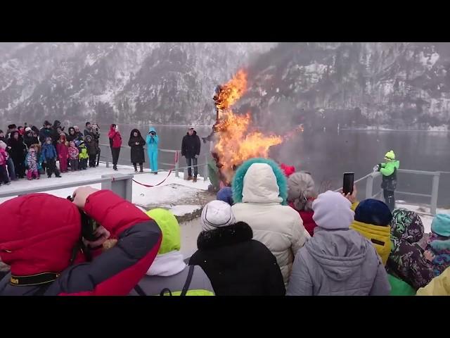 Сожжение чучела на масленице в Дивногорске