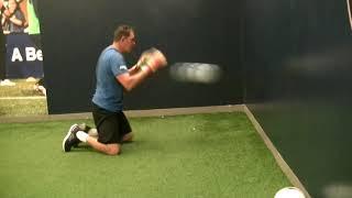 Ловля мяча в падении после отскока от стены