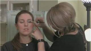 How to Apply Eye Shadow : Applying Eye Shadow for a Carmen Electra Makeup Look Thumbnail