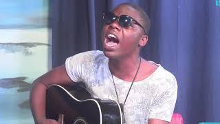 Afite ubumuga bwo kutabona azi kuririmba bitangaje Guitar Imuri mu maraso