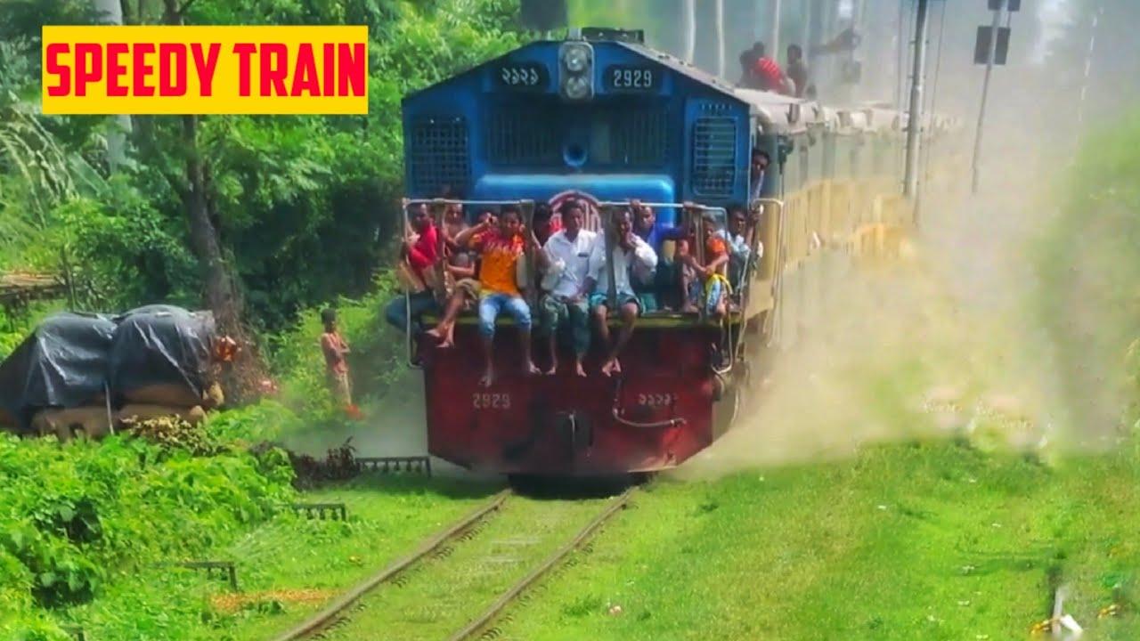 দুর্দান্ত গতিতে বিজয় এক্সপ্রেস || Super fast Bijoy Express Passing a station|| BR