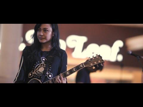 Killing Me Inside Ft. AIU -  Kau dan Aku Berbeda + Hilang Garasi (Live at Summarecon Serpong 2017)
