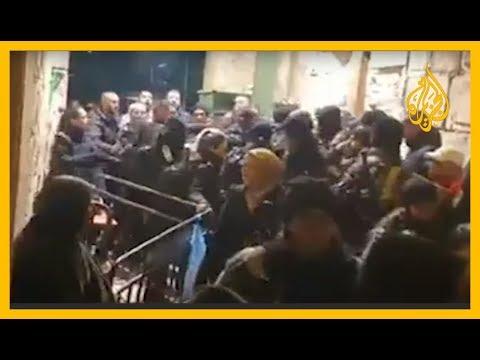 ???? شاهد | اعتداء جنود الاحتلال على المصلين عند باب حطة بالبلدة القديمة في #القدس  - نشر قبل 2 ساعة