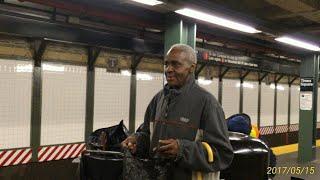 10/13 ニューヨーク旅行 4日目 1【2017年5月15日】地下鉄乗り継いでニューヨークの中心街へ ブロードウェイ→タイムズスクエア→7番街→マジソンスクエアガーデン→マジソンスクエア公園