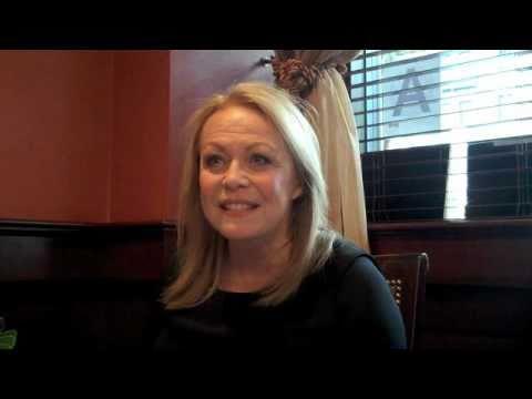 Jacki Weaver Interviewed by Scott Feinberg