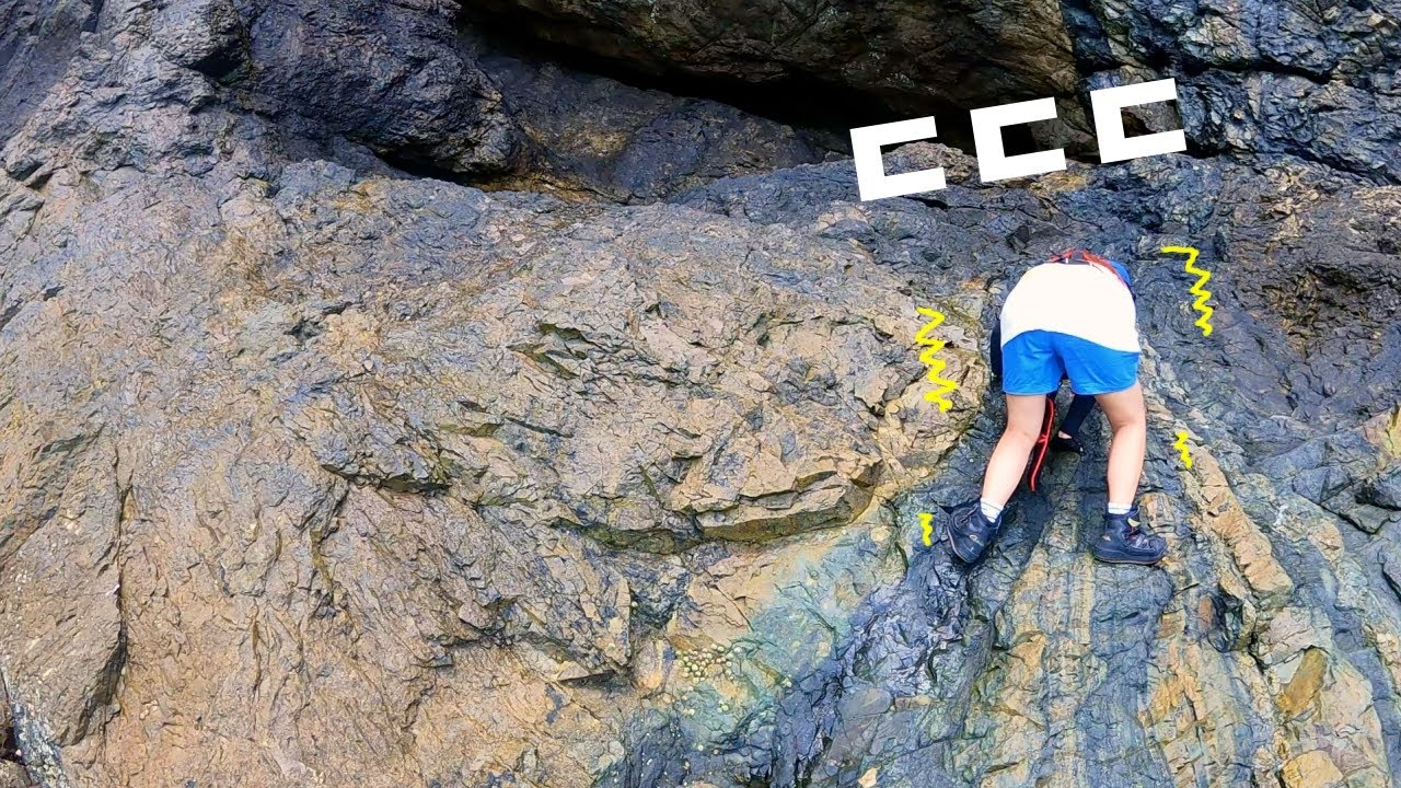 위험한 갯바위낚시 Fishing from the rocks on the seashore