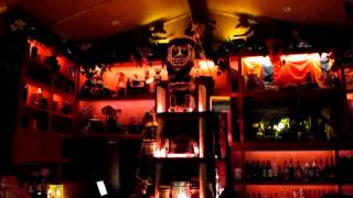 Trader Sam's Enchanted Tiki Bar At The Disneyland Hotel With Drink Special Effects