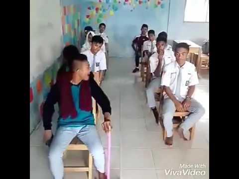 Aksi kocak Anak SMA yang jadi viral peragakan sebagai supir bus