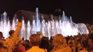 Открытие поющих фонтанов в Киеве 07 мая 2017. Майдан. У фонтана.