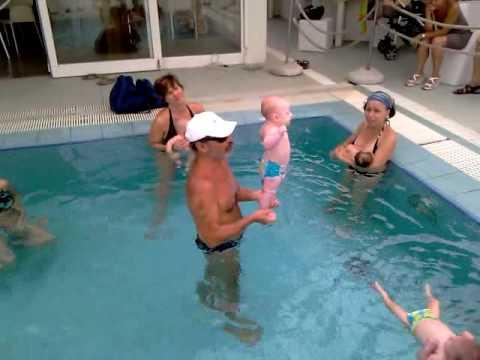 Acquaticit neonatale baby swimming youtube - Borsone piscina bambina ...