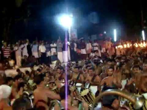 Panchari Melam - Peruvanam Pooram 2011 - Sri. Cherusseri Kuttan Marar for Urakathamma Thiruvadi