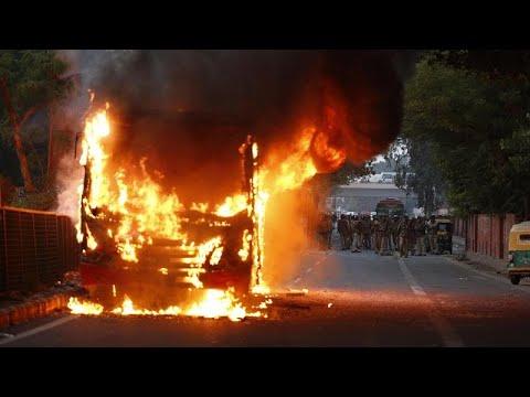 مقتل ستة على الأقل في مظاهرات تندد بقانون لحكومة مودي يحظر على المسلمين التجنيس …  - نشر قبل 4 ساعة
