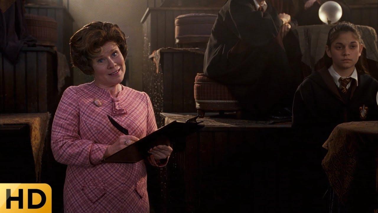 Долорес Амбридж наводит свои порядки в Хогвартсе. Гарри ...
