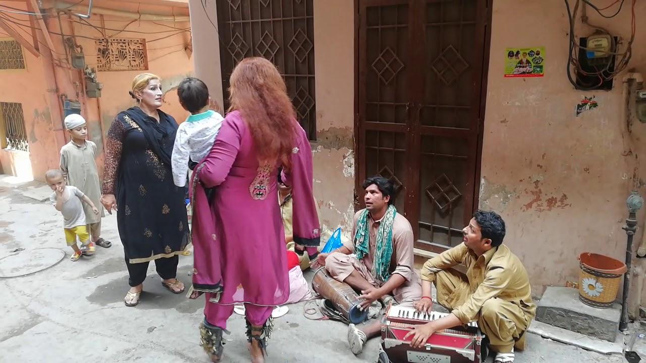 Pakistan street music talent & khusra fun ....