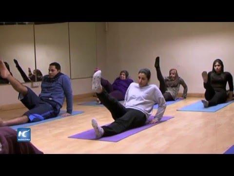 Yoga, un deporte que gana fama en Egipto