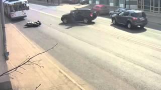 ВИДЕО: Водитель внедорожника сбил мотоциклиста(, 2016-04-29T15:42:45.000Z)