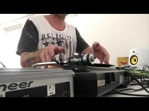 DJ Mikee - vinyl techno classics studio session