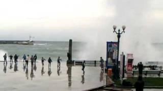 Шторм в Ялте 27 января 2012 (2).avi(, 2012-01-27T15:00:52.000Z)
