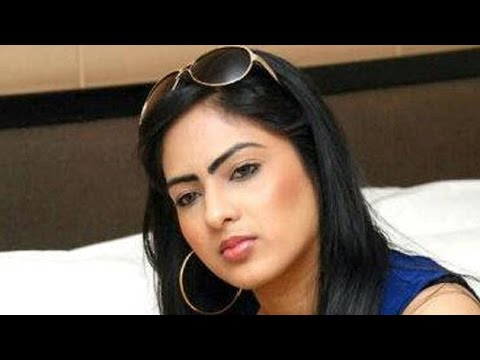 """Why Nikesha Patel Washed Hands From """"Namaste Madam"""" ?"""