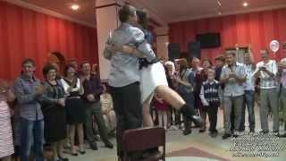 танец тёщи с зятем  на свадьбе.