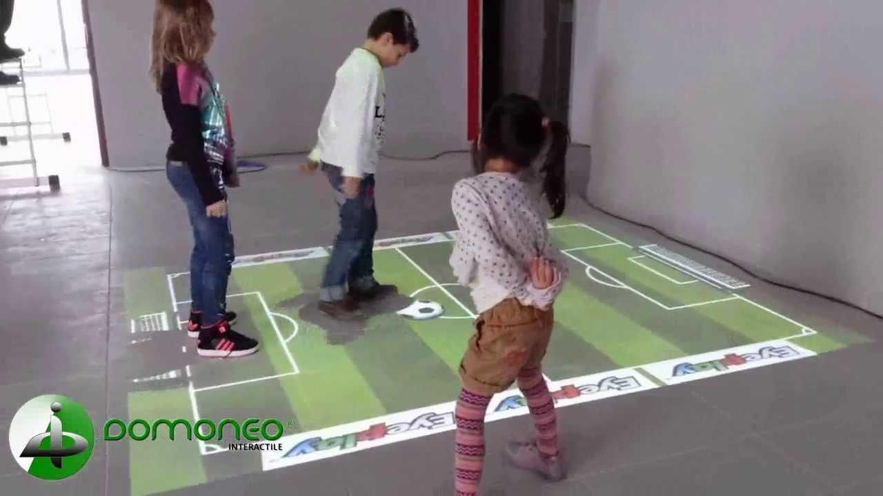 sol interactif et tactile avec jeux pour les enfants dans un restaurant youtube. Black Bedroom Furniture Sets. Home Design Ideas