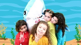 LEARN COLORS WITH BABY SHARK DANCE FINGER FAMILY SONG  NURSERY RHYMES FOR KIDS