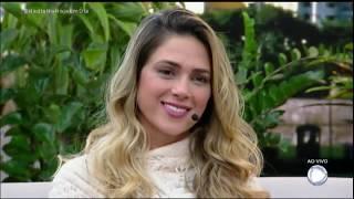 Nadja Pessoa se emociona ao assistir os depoimentos dos amigos Evandro Santo e Rafael Ilha