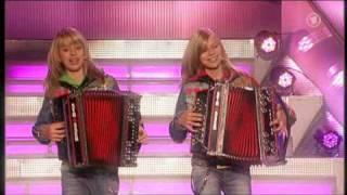 Repeat youtube video Die Twinnies - Peinlich (Die neuen Sommerhit von Die Twinnies !)