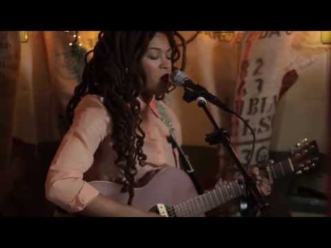 Valerie June - The World Is Not My Home (Live @Pickathon 2014)
