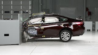 2015 Toyota Avalon small overlap IIHS crash test