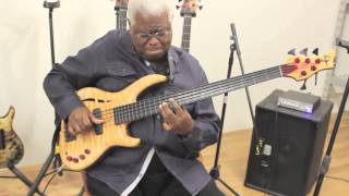 Repeat youtube video Abraham Laboriel tries out his new Wyn Fretless