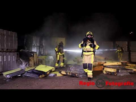 Stapels isolatiemateriaal in brand Veldekster Ugchelen