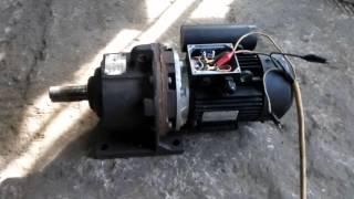 Мотор-редуктор 3МП-40 220В (на буровую установку) 2,2 кВт(Мотор-редуктор 3мп-40 220В на буровую установку Электродвигатель 2,2 кВт Обороты на выходном валу 71 в минуту..., 2016-03-02T19:07:44.000Z)