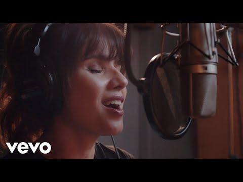 Смотреть клип Paula Fernandes - Por Nós Dois