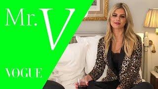 Lala Rudge entrega curiosidades sobre os bastidores da moda / Mister V/ Vogue Video